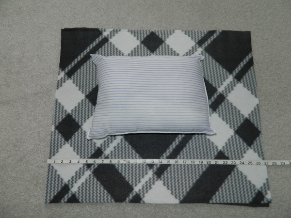 how to make a fleece pillow with knots